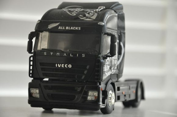 IVECO Stralis all blacks.jpg
