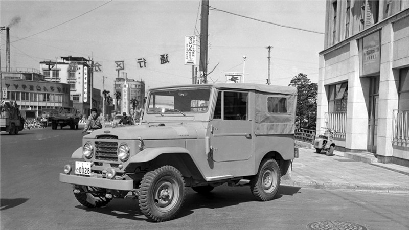 toyota_land_cruiser_canvas_top_police_5.jpg